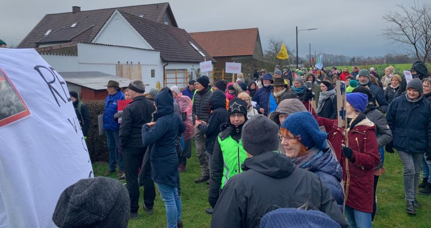 Protest gegen Hähnchenmastanlage in Enger